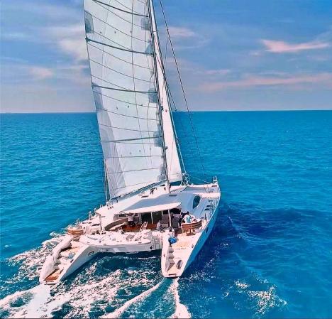 catamaran_laysan_sailing1