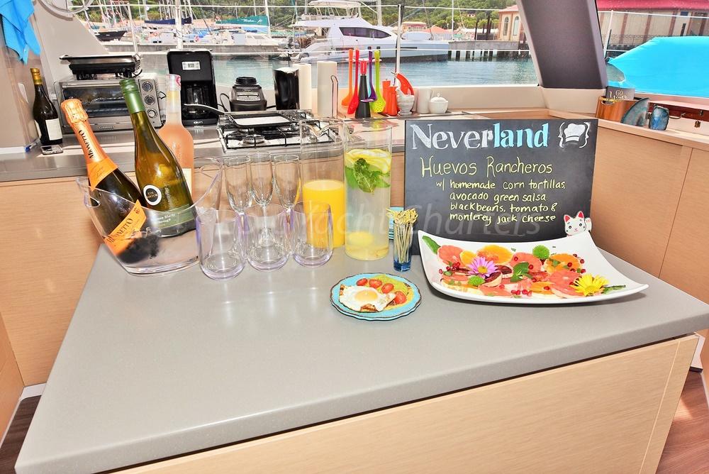 catamaran_neverlnd_island