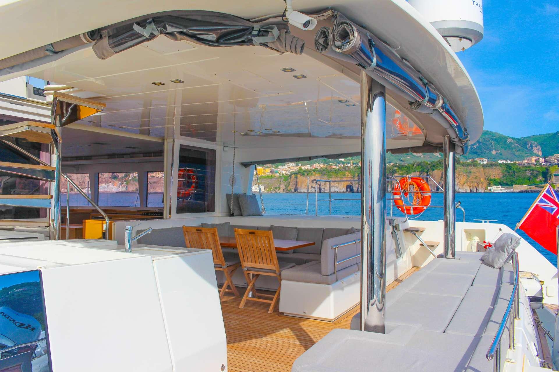 catamaran_viramar_aft_deck