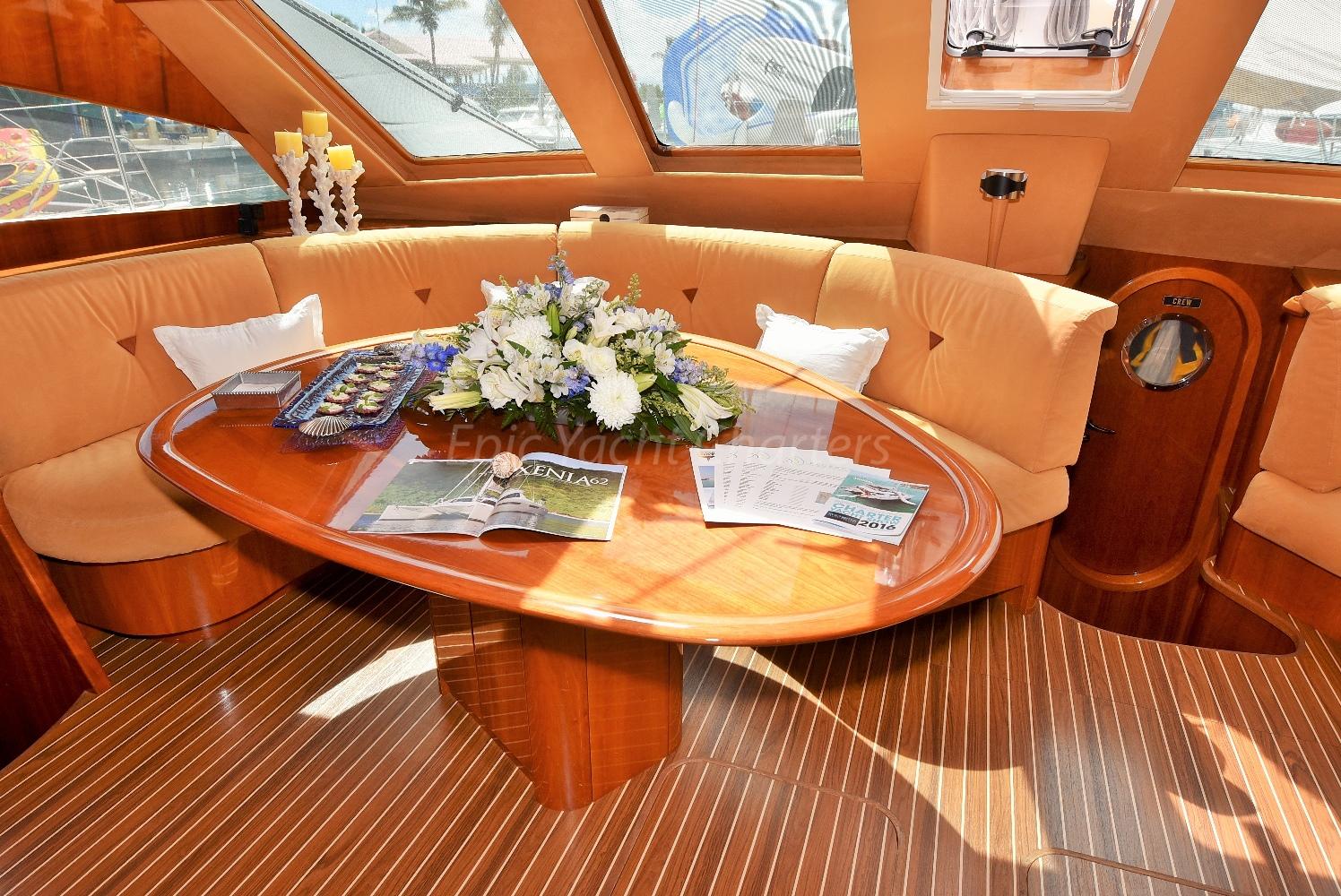 catamaran_xenia62_salon_dining