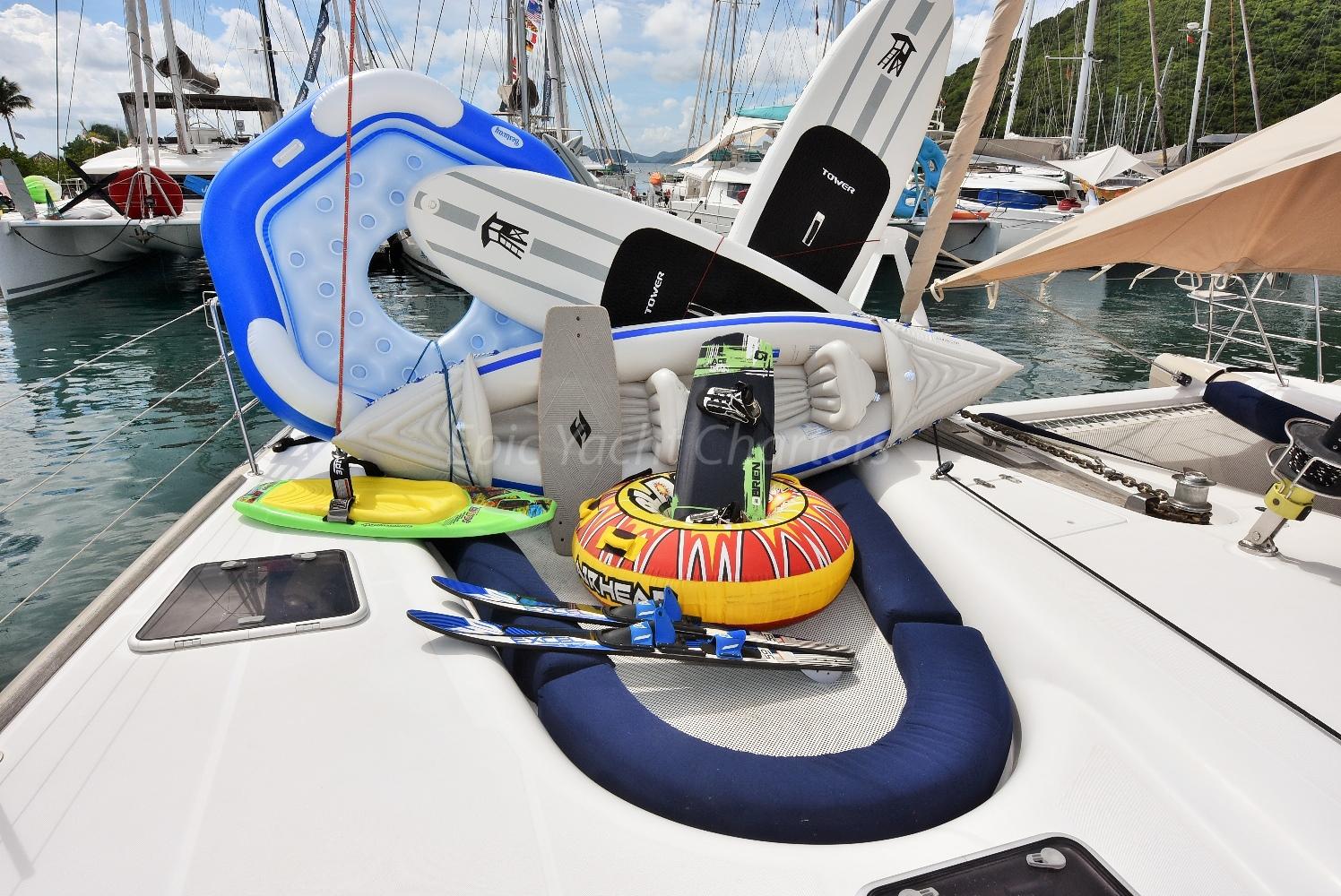 catamaran_xenia62_watertoys