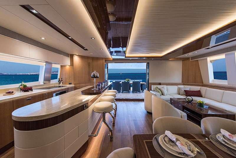 power_catamaran_seaglass_salon