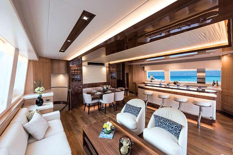 power_catamaran_seaglass_salon_seating2
