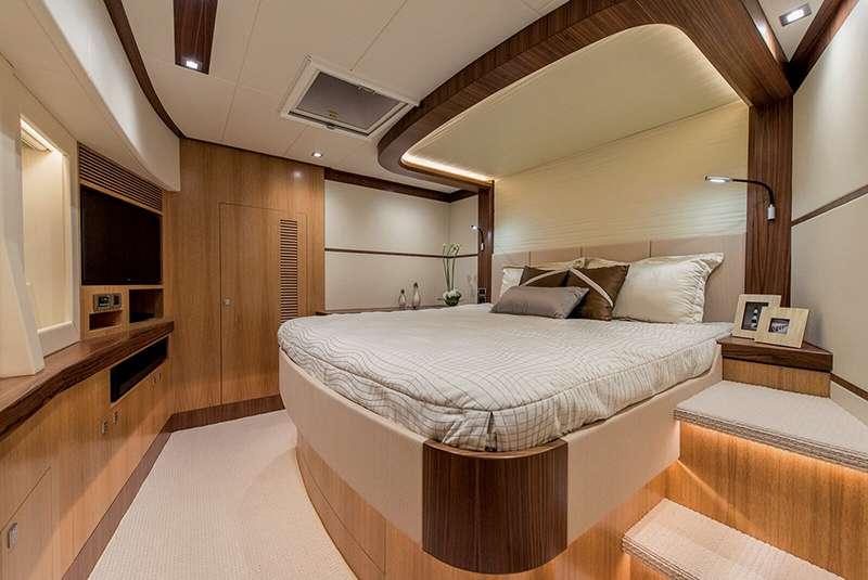power_catamaran_seaglass_vip_suite