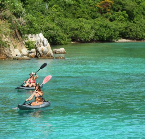2-girls-kayaking