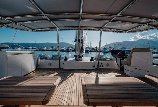 Catamaran_Amaya_skylounge