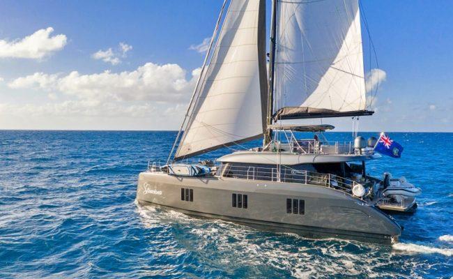 Catamaran_Gracious_sailing