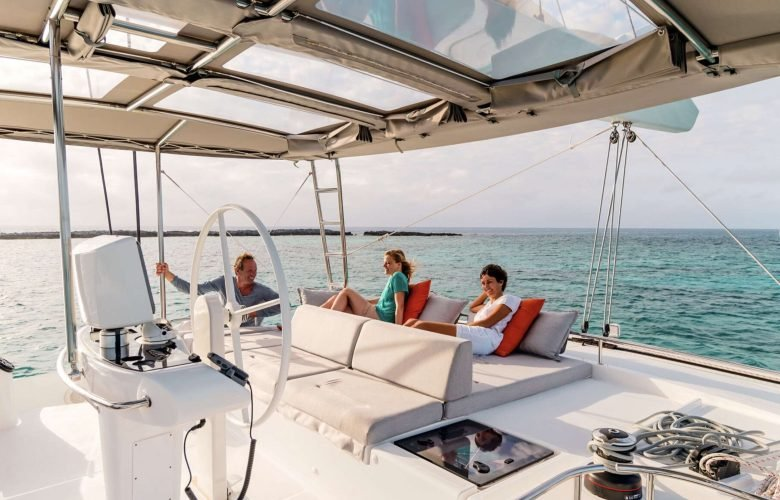 Catamaran_Liquid_Zen_flybridge