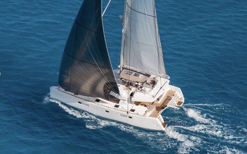 Catamaran_Liquid_Zen_sailing