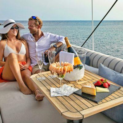 catamaran_anastasia_flybridge_dining