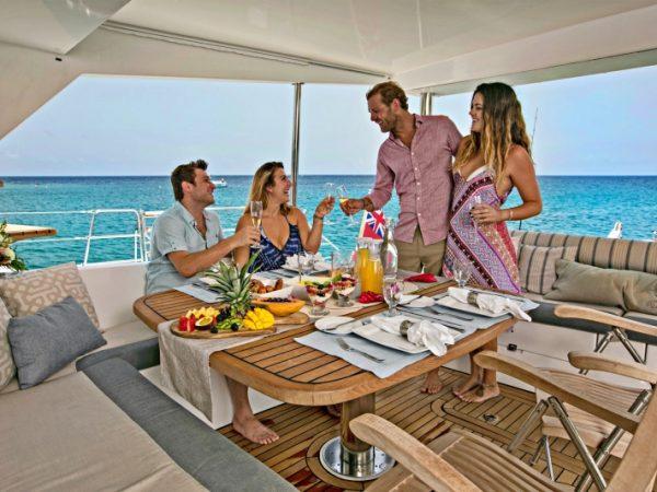 catamaran_anastasia_flybridge_dining_guests
