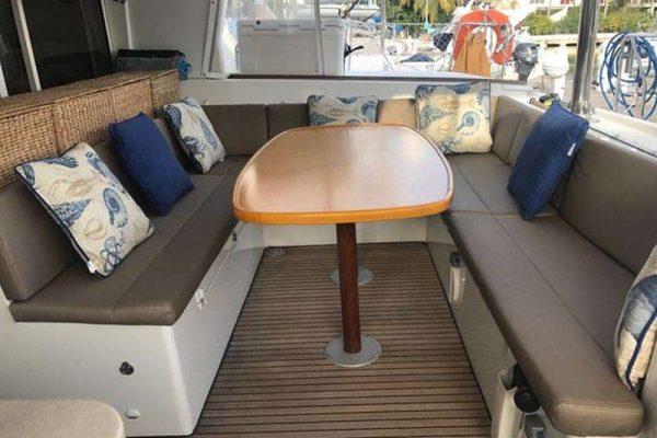 catamaran_azuria_cockpit