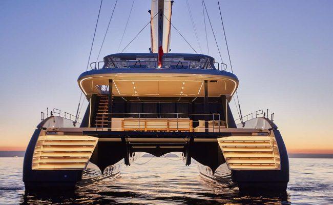 catamaran_endless_horizon_stern