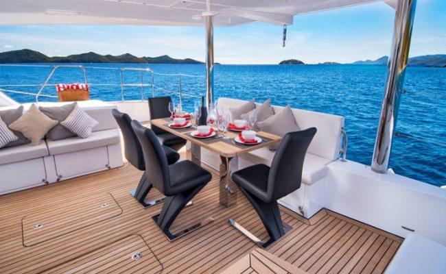 catamaran_euphoria_aft_deck