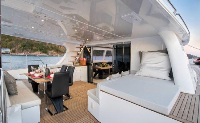 catamaran_euphoria_cockpit_dining