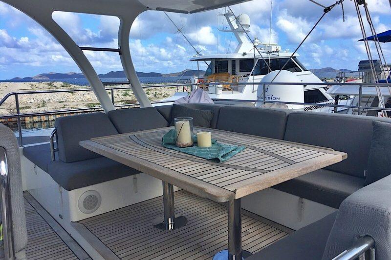 catamaran_excess_flybridge_seating