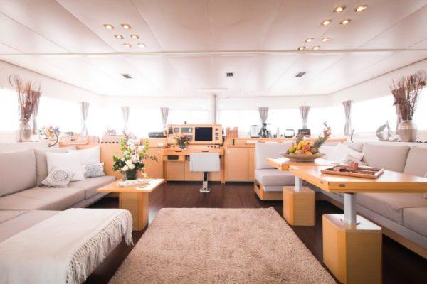 catamaran_foxy_lady_main_salon
