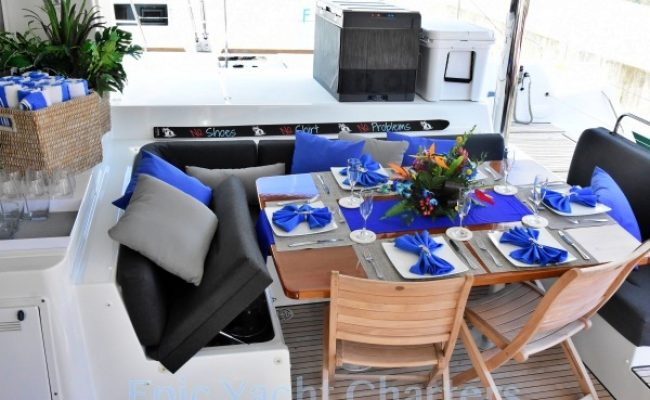 catamaran_lsland_hoppin_cockpit_dining