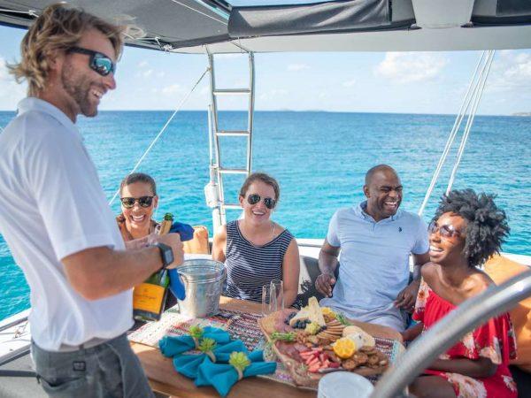 catamaran_oui_cheri_flybridge_dining