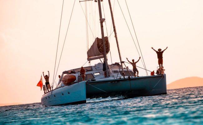 catamaran_pelican_sunset