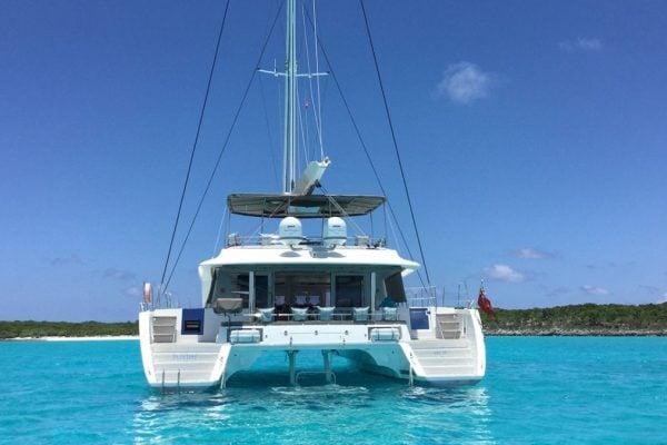 catamaran_playtime_stern2