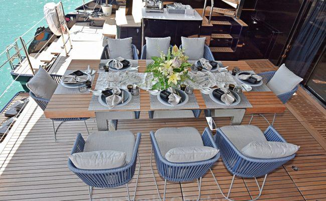 catamaran_relentless_aft_deck_dining