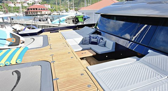 catamaran_relentless_foredeck