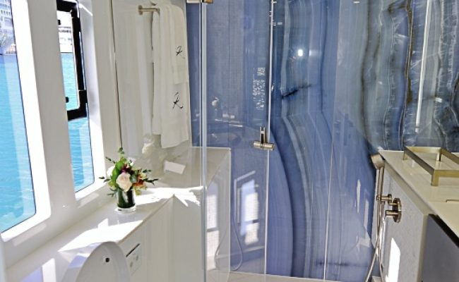 catamaran_relentless_master_bath