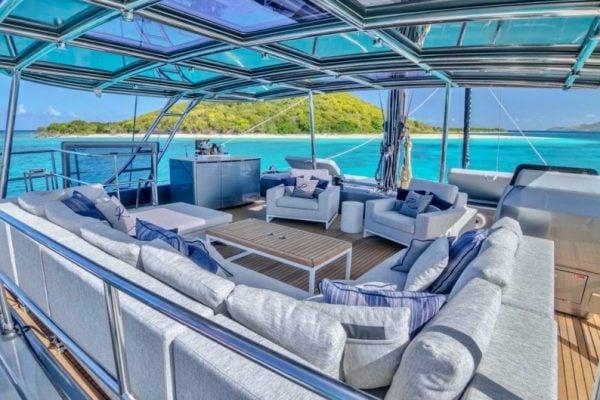 catamaran_relentless_skylounge_wide