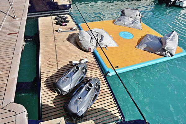 catamaran_relentless_tender_liftplatform