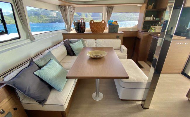 catamaran_rendez-vous_salon_seating