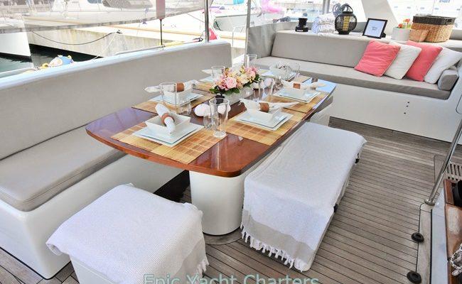 catamaran_santa_ana_cockpit_dining