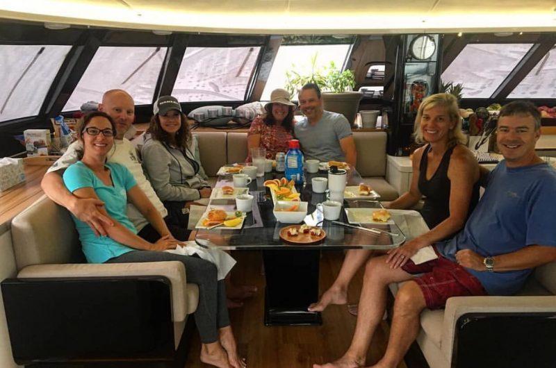 catamaran_santa_ana_happy_guests