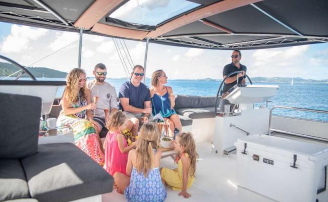 catamaran_seahome_captain_guests