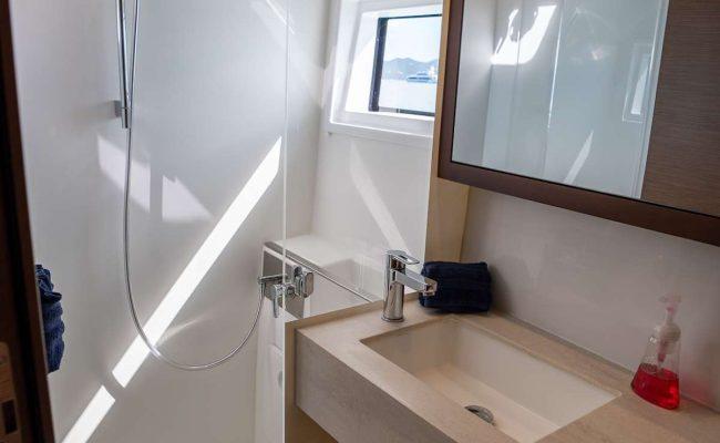 catamaran_tortuga_bathroom1