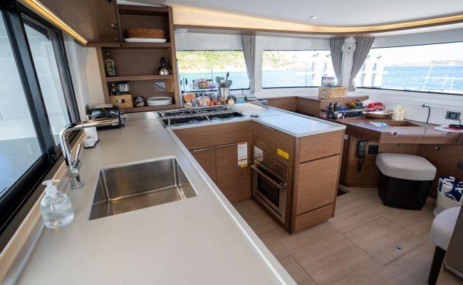 catamaran_tortuga_galley2