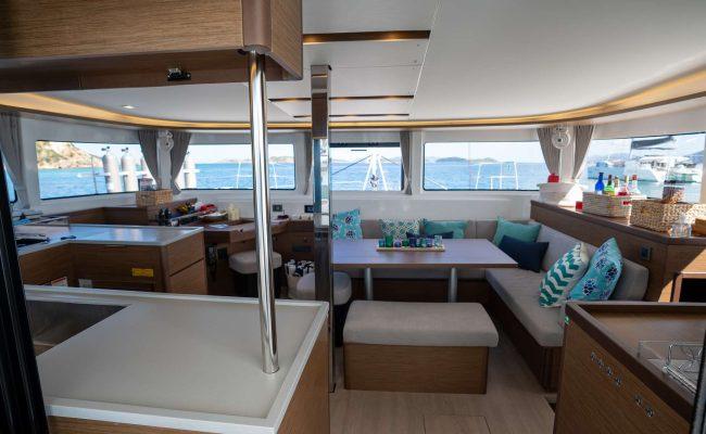 catamaran_tortuga_salon