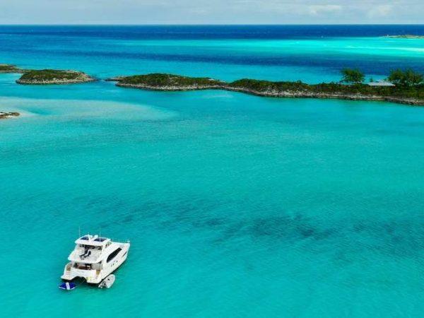 power_catamaran_eternity_bahamas_anchored