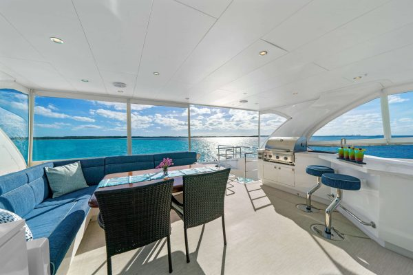 power_catamaran_indigo_flybridge_seating