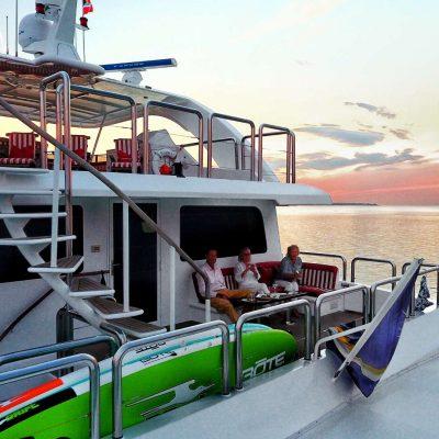 power_catamaran_pegasus_aft_deck