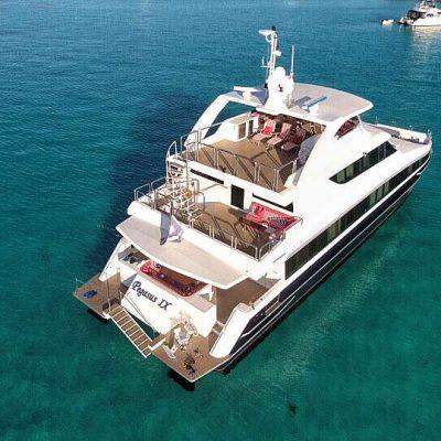 power_catamaran_pegasus_anchored2