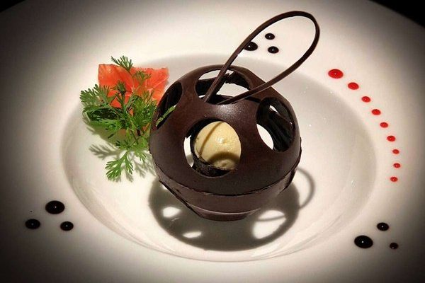 power_catamaran_pegasus_cuisine10-1