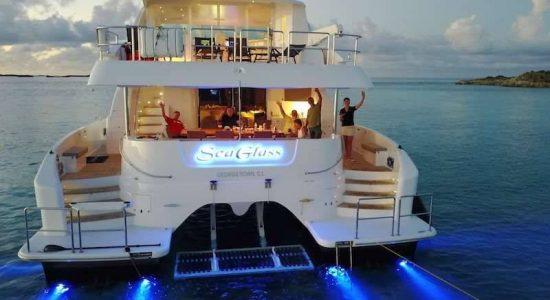 power_catamaran_seaglass_lights