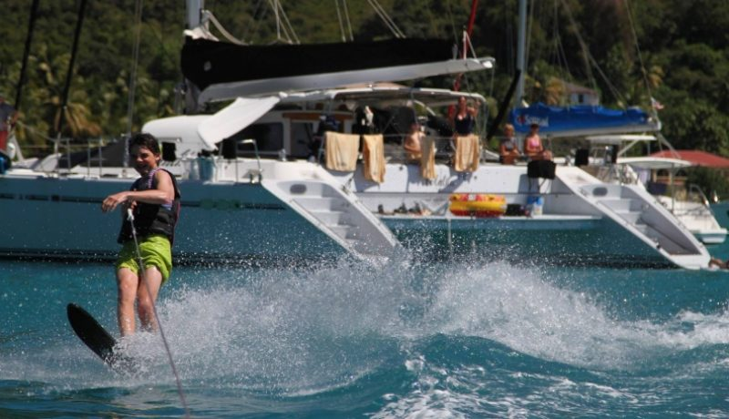 waterskiing-with-yacht